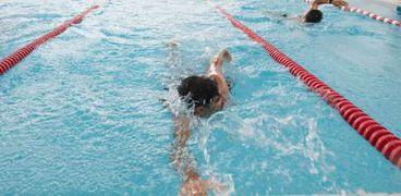 ضوابط جديدة لنزول حمامات السباحة بسبب كورونا
