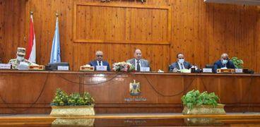 جانب من جلسة المجلس التنفيذي