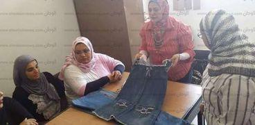 إعادة تدوير الملابس دورة تدريبية بكلية التربية جامعة القناة.