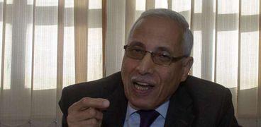 الدكتور فتحي فكري أستاذ القانون العام