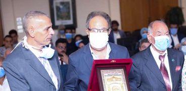 جانب من تكريم جامعة مصر لوالد الشهيد محمد أشرف