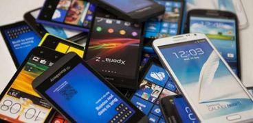 خبراء يحذرون من الهواتف الذكية