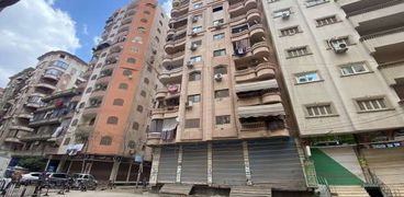ميل مفاجئ في برج من 13 طابق بالدقهلية والشرطة تخلي السكان