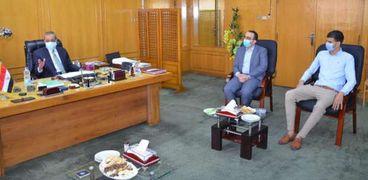 المحافظ يستقبل البطل إبراهيم أبوعميرة
