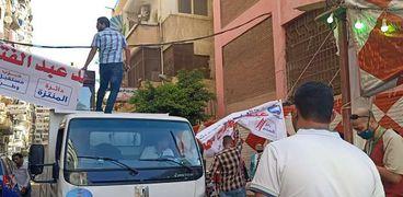 حى المنتزه أول يزيل لافته أمام لجنة انتخابية في الإسكندرية