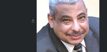 الدكتور سيد على اسماعيل أستاذ المسرح بكلية الآداب جامعة حلوان