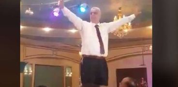 الأب صاحب فيديو الرقص في فرح نجله