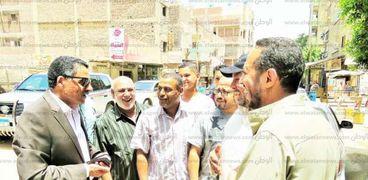 """أهالي قرية أبو عطوة طالبوا مدير الأمن الإلتقاء بهم فذهب إليهم """"كلي إذن صاغية""""."""