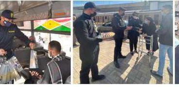 الداخلية توزيع الهدايا والزهور بمناسبة عيد الشرطة 69