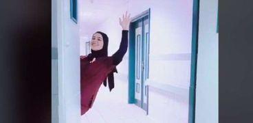 ممرضة ثير ضجة على تيك توك بالرقص على أغاني «حكيم» داخل المستشفى