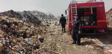 محافظ الشرقية يُتابع إطفاء أكوام القمامة بالنقطة الوسيطة بالغار