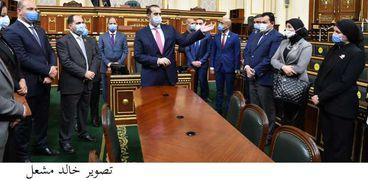 صورة من داخل مجلس النواب يتوسطها المستشار محمود فوزي الأمين العام للمجلس