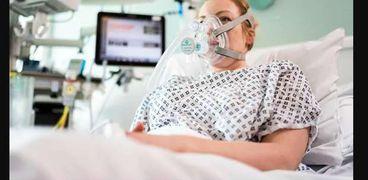 مريضة على جهاز تنفس صناعى- وكالة الأنباء الفرنسية