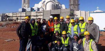 العمال والمهندسون الذين شاركوا فى بناء الكاتدرائية