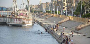 السباحة في النيل