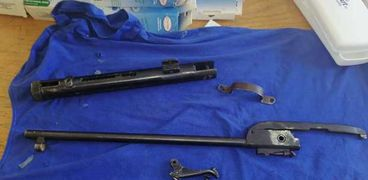 جمارك سفاجا تضبط محاولات تهريب بندقية مفككة وأسلحة بيضاء وأدوية