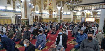 صلاة التراويح الأولي بالمساجد