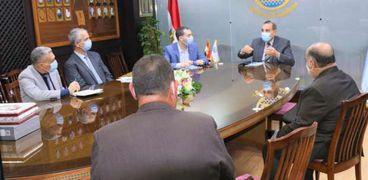 محافظ كفرالشيخ يتابع سبل تنمية المشروعات الصغيرة والمتوسطة بالمحافظة