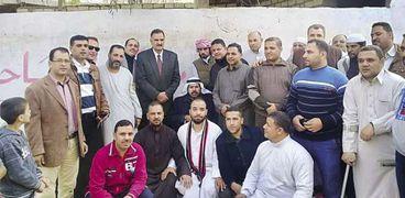 عدد من المواطنين الذين صلوا الجمعة فى مسجد «أبو جرير»