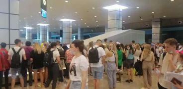 السائحين الروس لدى وصولهم مطار الغردقة