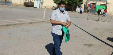بالصور : إلتزام عمال غزل المحلة بارتداء الكمامات و رفع حالة الطوارىء
