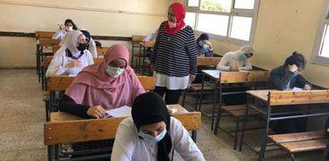 صورة أرشيفية لطلاب المرحلة الثانوية داخل إحدى لجان الامتحانات
