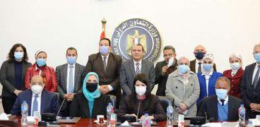 وزراء «التعاون الدولى» و«التنمية المحلية» و«الزراعة» و«التضامن الاجتماعى» خلال اجتماعهم