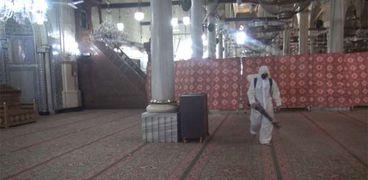 تعقيم مسجد الحسين من قبل