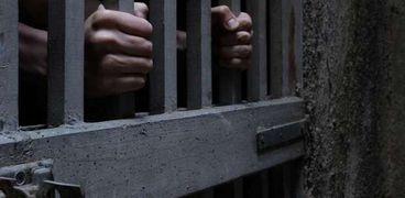 حبس عاطلين