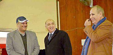 الاستاذ الجامعي يلقي محاضرة باول يوم دراسي في الإسكندرية