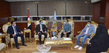 محافظ الغربية يستقبل الطالب محمد علي سعد قاهر السرطان