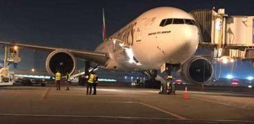 الطائرة الناقلة للقاح كورونا
