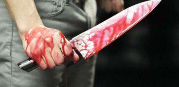 دماء على سكين