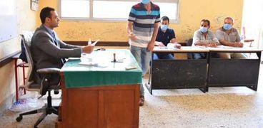 إحدى اللجان الانتخابية في مدرسة