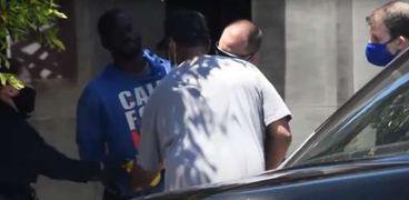 دينزل واشنطن يتدخل لإنقاذ المشرد من يد الشرطة