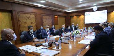 وزير النقل خلال الاجتماع