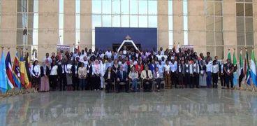 شباب البرنامج الرئاسي أمام الأكاديمية الوطنية للتدريب