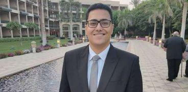 هاني محمد عبدالمنعم.. طالب بكلية التجارة وفنان «أوريجامي»