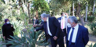وزير الزراعة يتفقد حديقة الزهرية بالزمالك