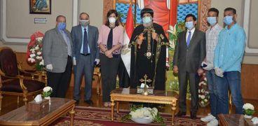 صور.. البابا تواضروس يستقبل أبطال رياضيين مصريين من العالقين في كينيا