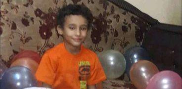 الطفل مصطفى ضحية الهرم