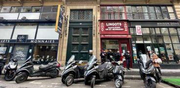 منذ أشهر عدة تحقق السلطات الفرنسية في تقارير عن إقامة حفلات وارتياد مطاعم سرية
