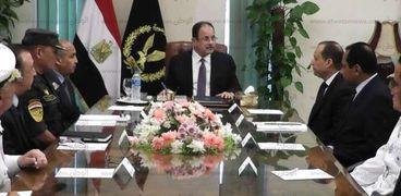 اللواء مجدي عبد الغفار، وزير الداخلية، في اجتماع مع معاونيه