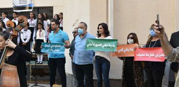 """الدكتور أشرف زكي رئيس أكاديمية الفنون يقود مبادرة """"عايزين شارعنا نضيف"""""""