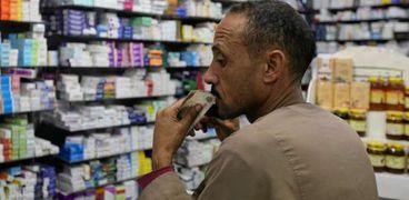 «الصيدليات» لـ«الأطباء»: روشتاتكم «متتقراش» وخطأ صرف الدواء مسئوليتكم