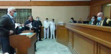 المتهمان أمام المحكمة
