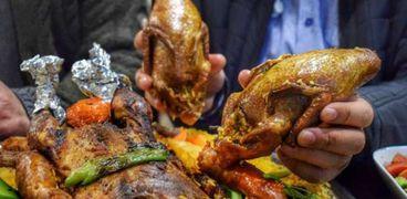 أسعار وجبات المطاعم ترتفع رغم كورونا