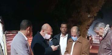 سكرتير عام محافظة سوهاج يتفقد موقع حادث طريق دار السلام