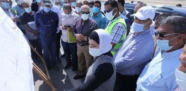 وزير النقل يتابع أعمال تنفيذ مشروع القطار الكهربائي «السخنة - مطروح»