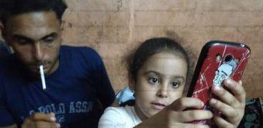 الطفلة أماني ووالدها